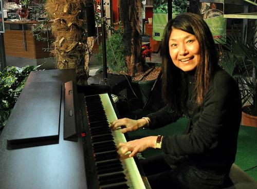 Mi am Klavier 2klein
