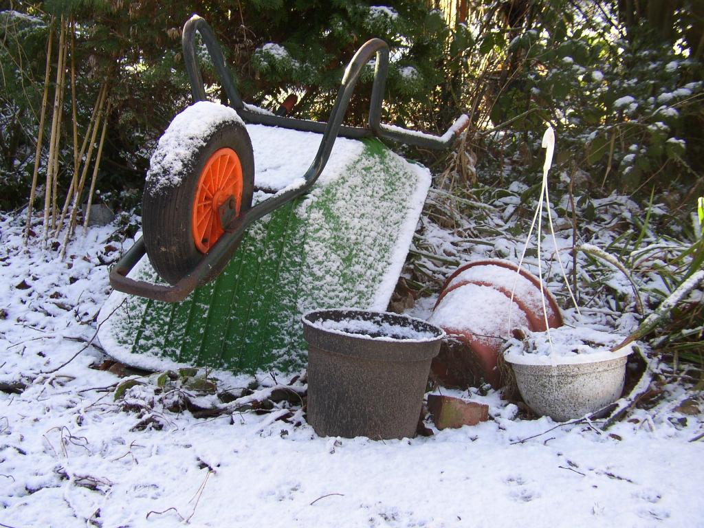 wheelbarrow-421368